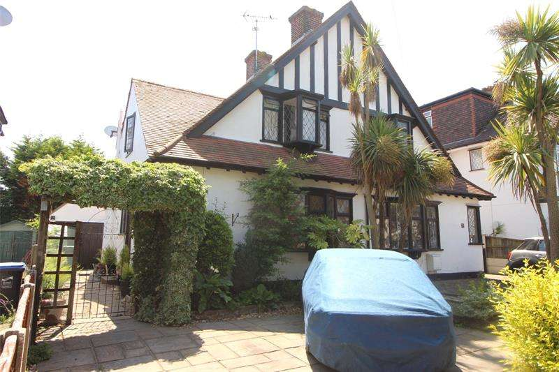3 Bedrooms Semi Detached House for sale in Exford Avenue, Westcliff-on-Sea, Essex, SS0