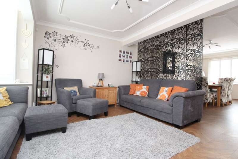 4 Bedrooms Semi Detached House for sale in Colyers Lane, Erith, DA8