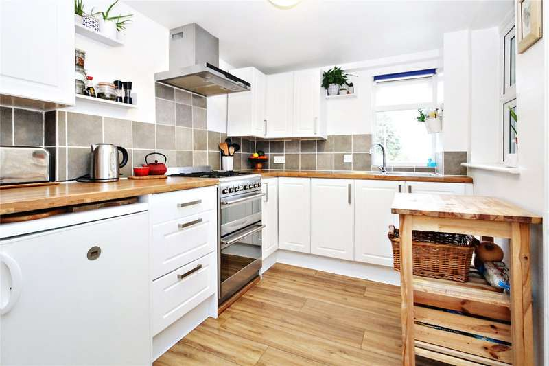 2 Bedrooms Terraced House for sale in New Street, Chatham, ME4