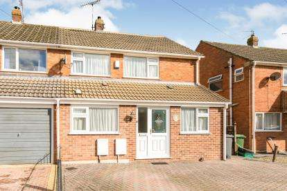 3 Bedrooms Semi Detached House for sale in Quarry Gardens, Dursley, Gloucestershire, Na