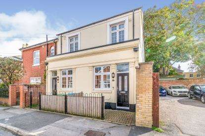 2 Bedrooms Semi Detached House for sale in Inner Avenue, Southampton, Hampshire