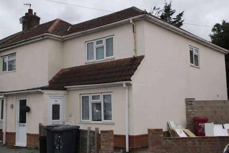 3 Bedrooms Semi Detached House for rent in Hungerford Avenue, Slough, SL2