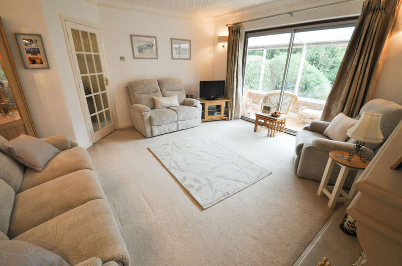 2 Bedrooms Detached Bungalow for sale in Fairmead Avenue, Benfleet