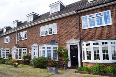 3 Bedrooms Terraced House for rent in Walton-on-Thames