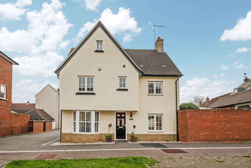 4 Bedrooms Semi Detached House for sale in Chancellor Park, Chelmsford