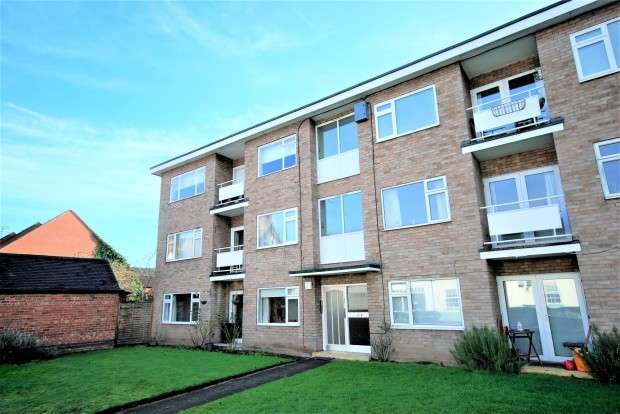 2 Bedrooms Flat for rent in St. Johns Court, Warwick, CV34