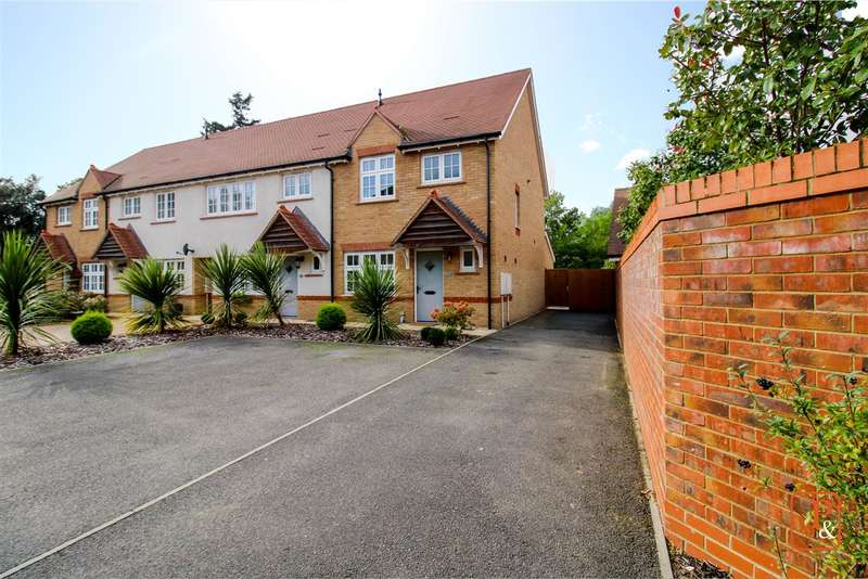 3 Bedrooms End Of Terrace House for sale in Ruth King Close, Off Park Road, Lexden, Colchester CO3