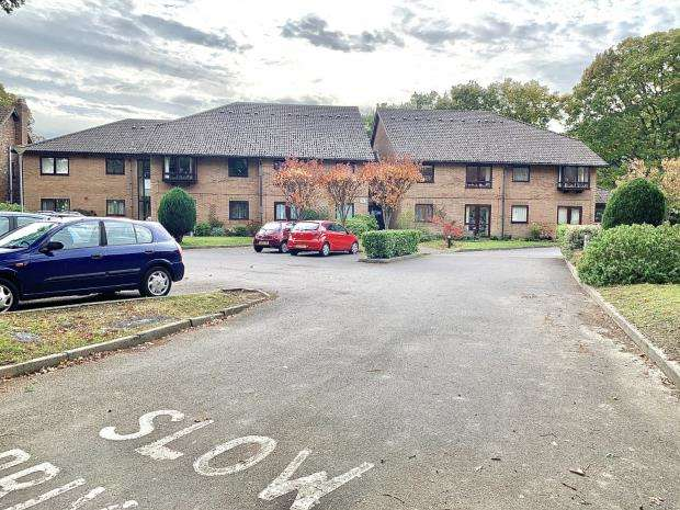 1 Bedroom Retirement Property for sale in Old Common Gardens, Locks Heath, Southampton
