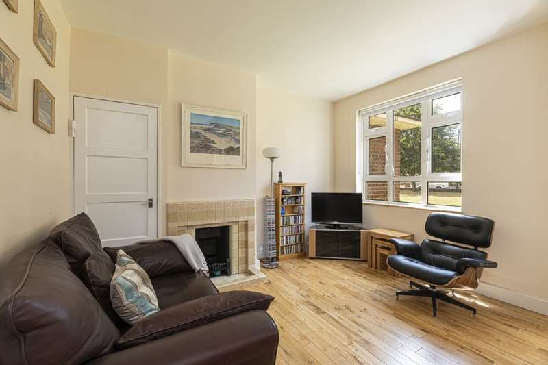 2 Bedrooms Flat for sale in Budoch Drive, Goodmayes, Ilford, IG3
