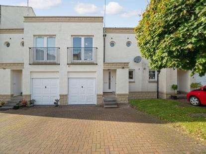 3 Bedrooms Terraced House for sale in Leverndale Court, Glasgow, Lanarkshire