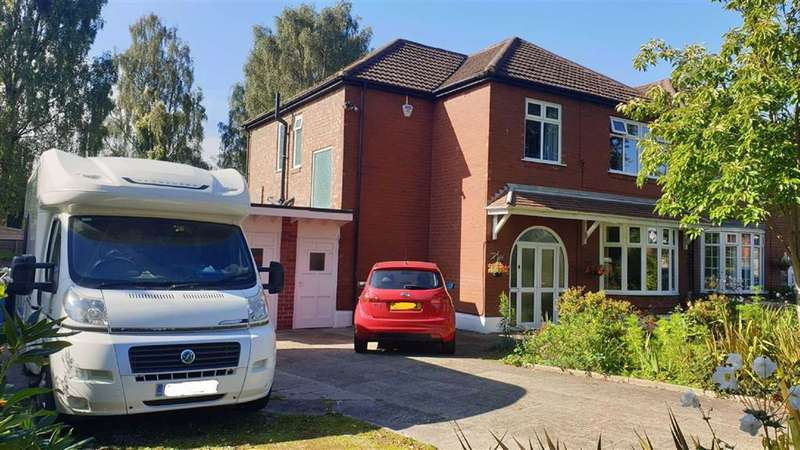 4 Bedrooms Semi Detached House for sale in Edge Lane, Stretford