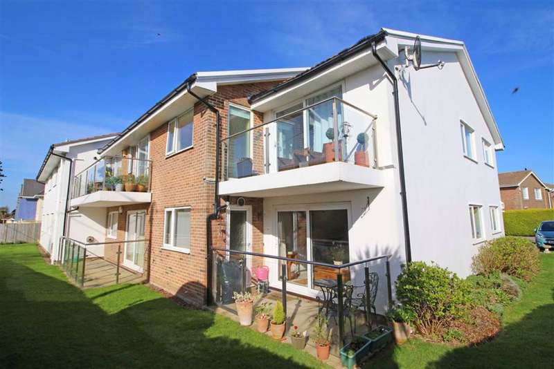 2 Bedrooms Flat for sale in Barton Wood Road, Barton on Sea, Hampshire