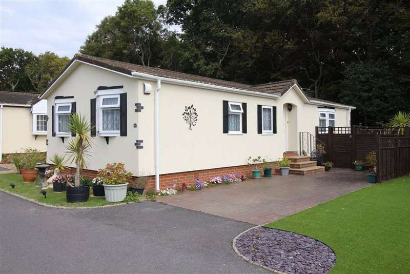 3 Bedrooms Park Home Mobile Home for sale in Everton, Lymington