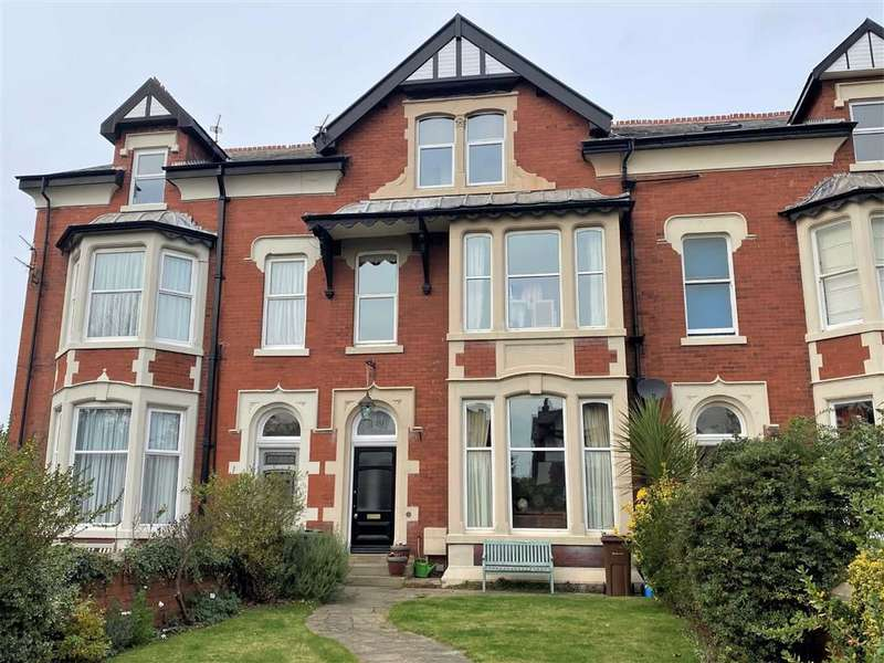 6 Bedrooms Terraced House for sale in St Annes Road East, St Annes