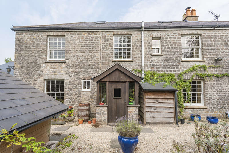 4 Bedrooms Cottage House for sale in Binegar - Four bedroom house with stables and paddock.