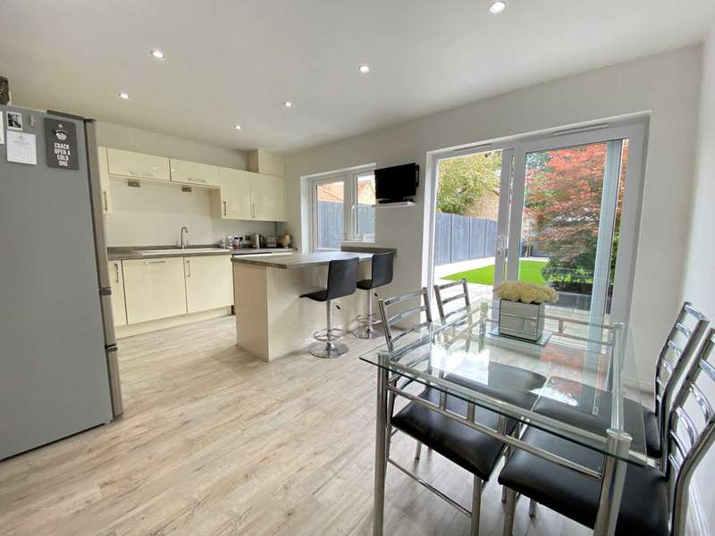 3 Bedrooms Terraced House for sale in Hazel Close, Noak Bridge