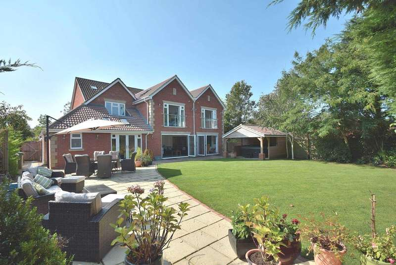 6 Bedrooms Detached House for sale in Tudor Gardens, Stony Stratford