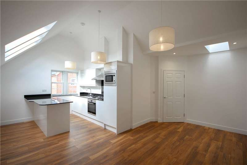 2 Bedrooms Apartment Flat for sale in Fleet Road, Fleet, GU51