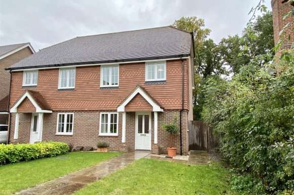 3 Bedrooms Detached House for sale in The Hawthorns, Baughurst, Tadley