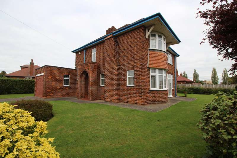 3 Bedrooms Detached House for sale in Maple Avenue, Pontefract, West Yorkshire, WF8