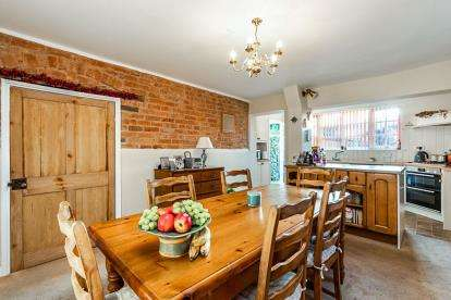 3 Bedrooms Terraced House for sale in Coventry Street, Southam, Warwickshire, England