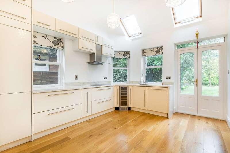 3 Bedrooms Flat for rent in Riverdale Gardens, East Twickenham, TW1