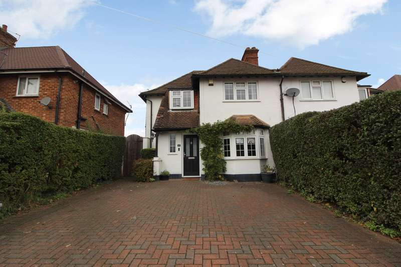 3 Bedrooms Semi Detached House for sale in Middleton Road, Rickmansworth, WD3