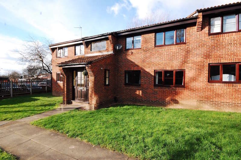 2 Bedrooms Apartment Flat for sale in Clematis Tye, Springfield, Chelmsford, CM1