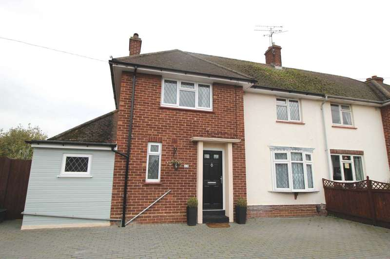 3 Bedrooms Semi Detached House for sale in Sawkins Close, Chelmsford