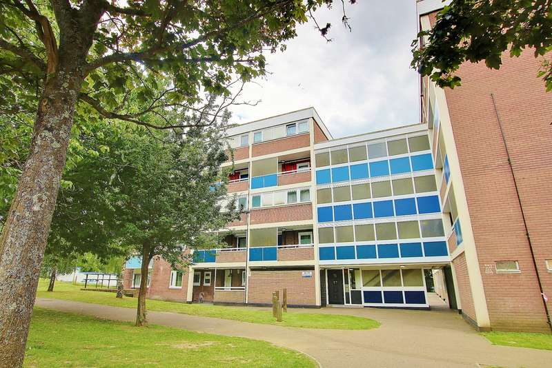 1 Bedroom Flat for sale in NO CHAIN! BALCONY! SEPARATE KITCHEN!