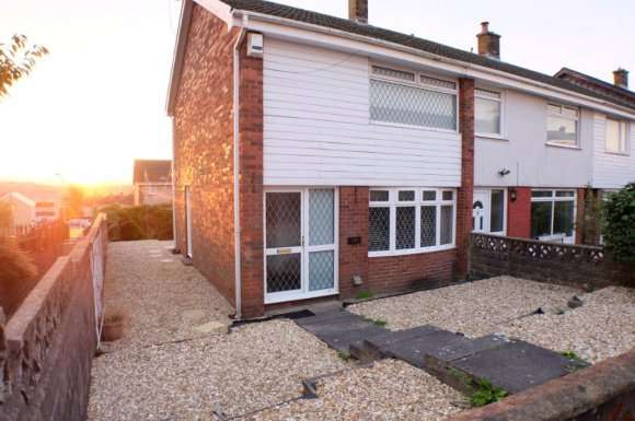 2 Bedrooms Semi Detached House for rent in Hollett Road, Treboeth, Swansea, SA5