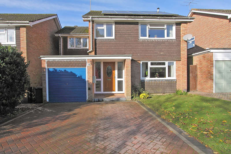 4 Bedrooms Detached House for sale in Hunters Close, Oakley