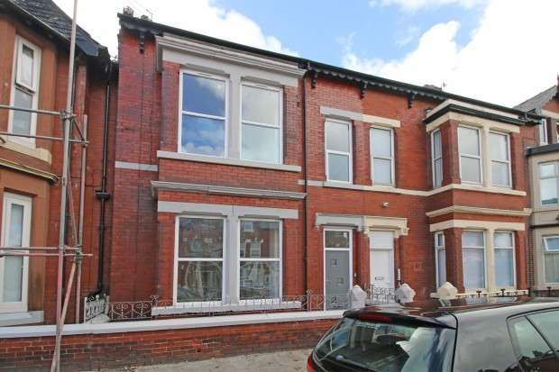 6 Bedrooms Terraced House for sale in North Church Street, Fleetwood, FY7
