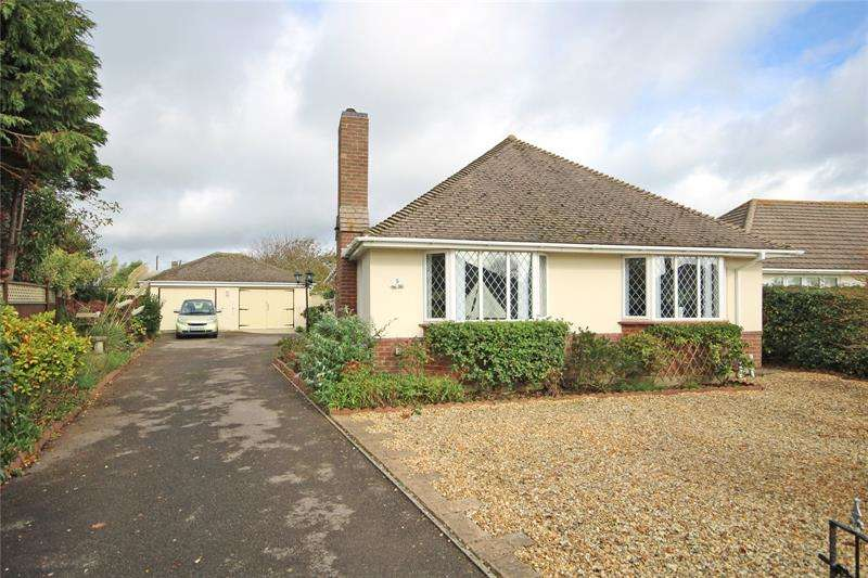 4 Bedrooms Bungalow for sale in Hengistbury Road, Barton on Sea, New Milton, BH25