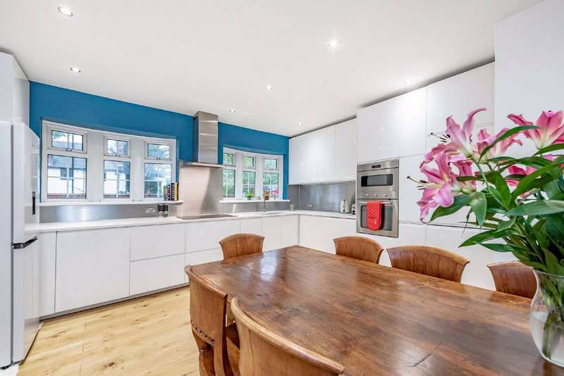 5 Bedrooms End Of Terrace House for sale in Ryecroft Road, Streatham