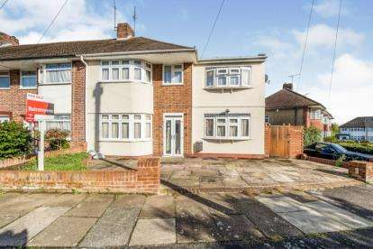 4 Bedrooms End Of Terrace House for sale in Hainault, Essex