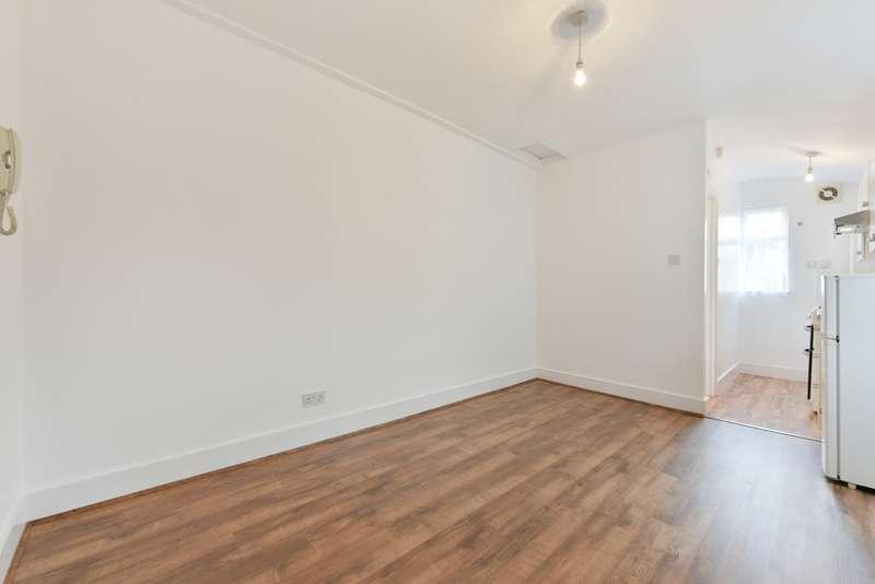 Studio Flat for rent in Blurton Road, Clapton