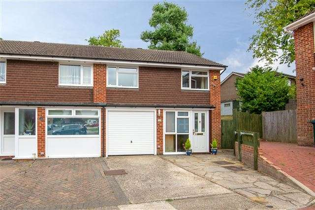 4 Bedrooms Semi Detached House for sale in Parkfield Road, Gossops Green, Crawley