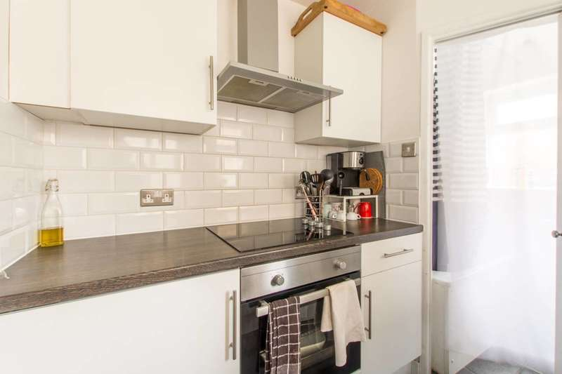 2 Bedrooms House for rent in Morley Avenue, Wood Green, N22, Wood Green, N22