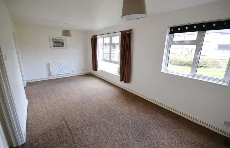 2 Bedrooms Maisonette Flat for rent in Langland Close, Corringham