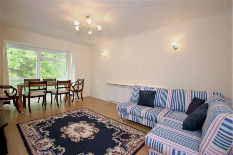 2 Bedrooms Flat for rent in Westmoreland Road, Bromley
