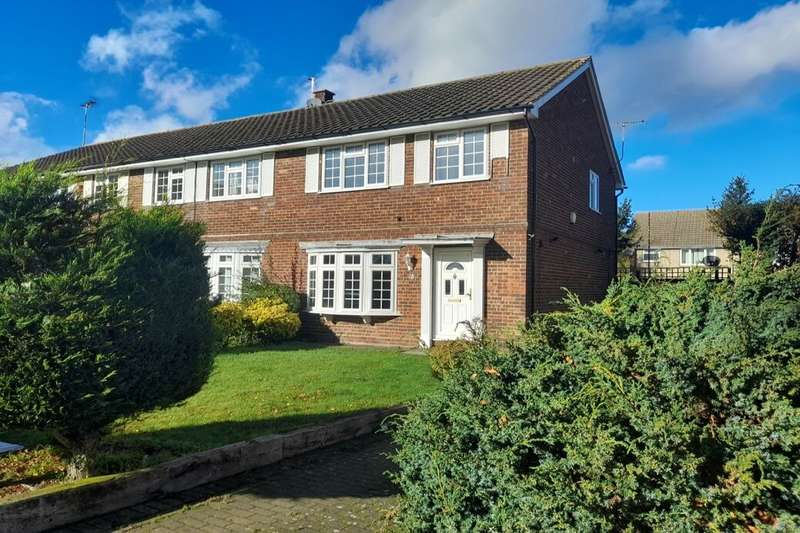 3 Bedrooms Semi Detached House for rent in Edmund Close, Meopham, Gravesend, DA13