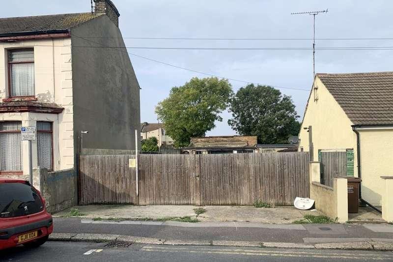 Garages Garage / Parking for rent in King Street, Gillingham, ME7