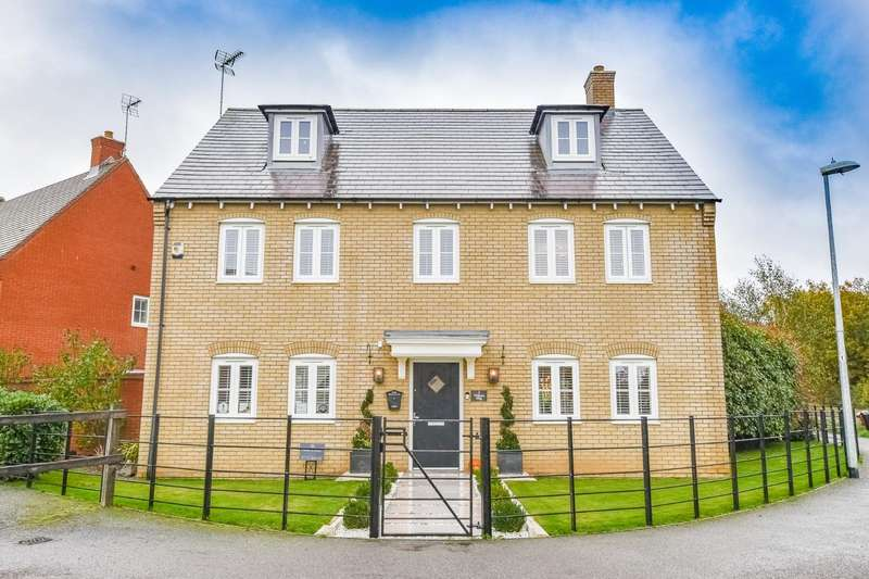 5 Bedrooms Detached House for sale in Walson Way, Stansted