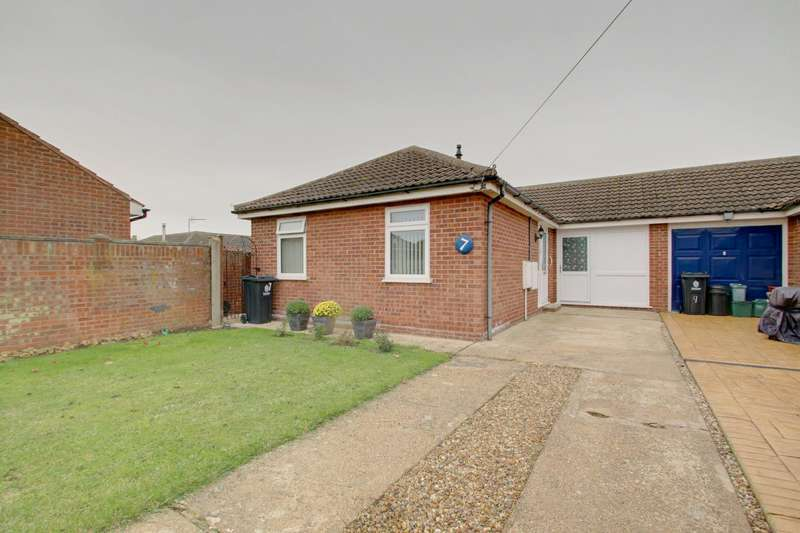 2 Bedrooms Semi Detached Bungalow for sale in Donne Drive, Jaywick, Clacton-On-Sea