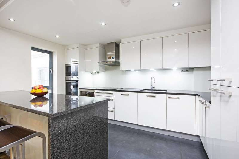 3 Bedrooms Flat for rent in Beaufort Park, NW9, Colindale, NW9