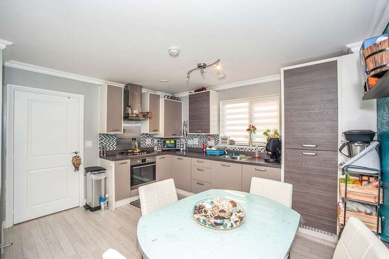 2 Bedrooms Flat for sale in Rainbow Road, Erith, DA8