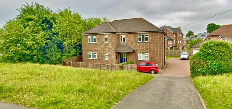 2 Bedrooms Flat for rent in The Spinney, 3 Spinney Hill, Addlestone, Surrey, KT15 1AA