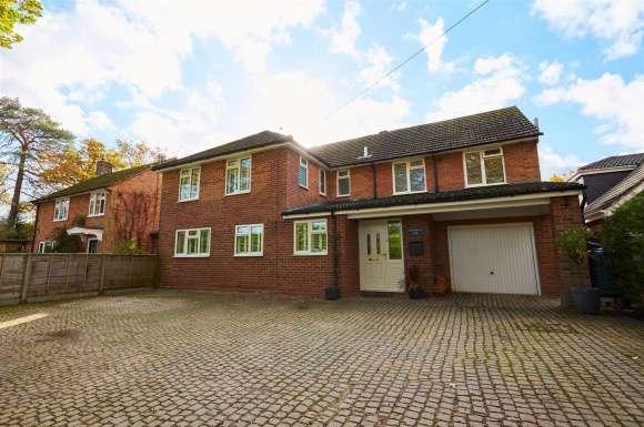 5 Bedrooms Property for sale in Aldermaston Road, Tadley