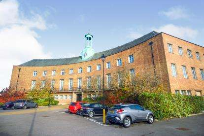 1 Bedroom Flat for sale in Constable Close, London, Uk
